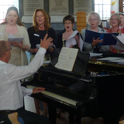 Tony Jay conducting 'his girls'