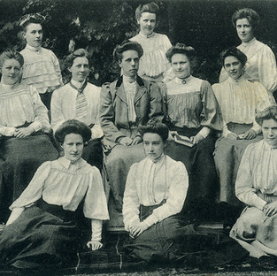 1907 Sixth Form - with Miss Potter
