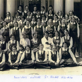1932-1934_ Boarders outside St Hilary.jp