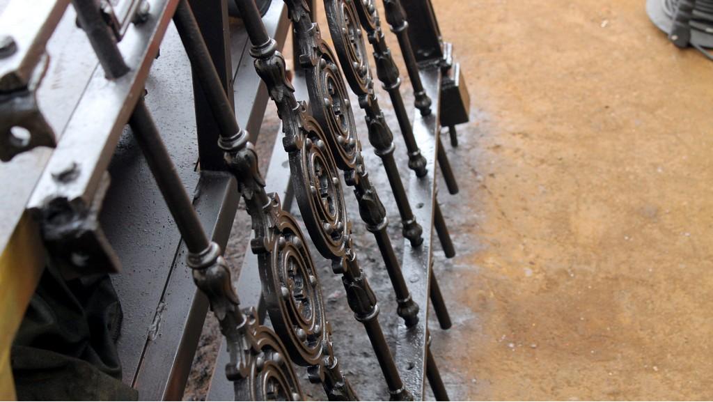 Чугунный забор после ремонта