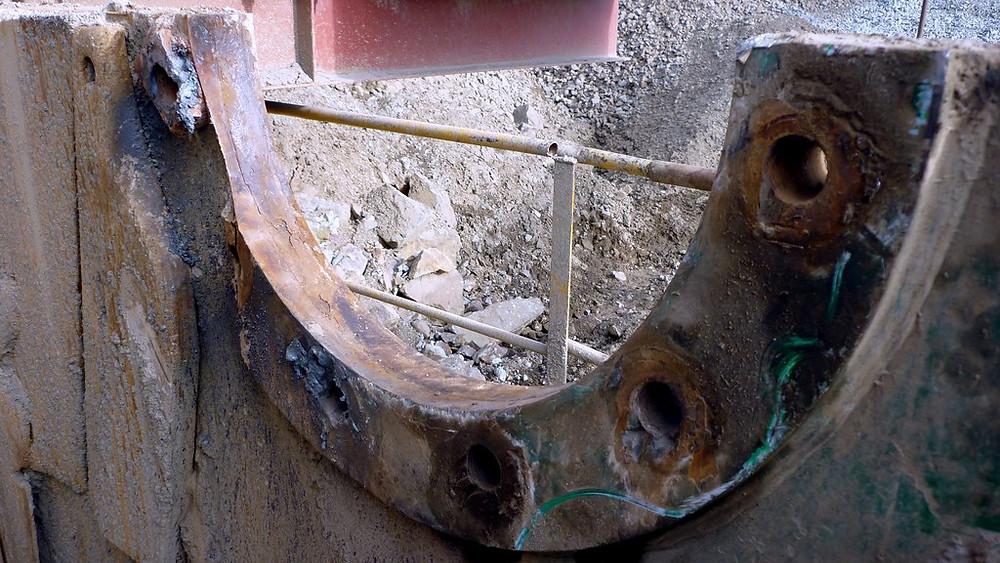 Задача восстановить посадочные места станины щековой дробилки