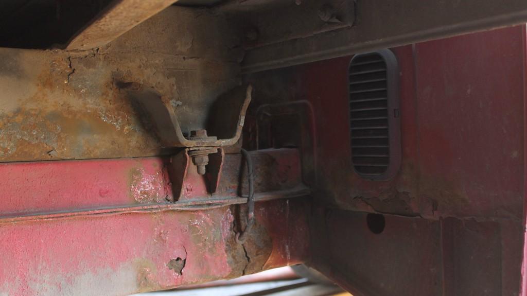 Повреждения рамы фургона