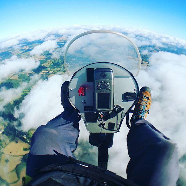 #flyinghigh on my #freshbreezetrike over #dartmoornationalpark over #haytor #extremesport #adrenalin