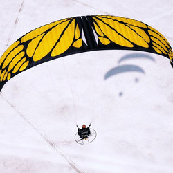 Enjoying #flying with a #butterfly in #lapland #laplandfinland #ppg #aerialadventure #aerial #extrem