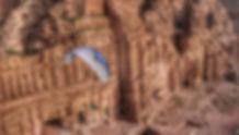 Gi Carve ligt over Petra.