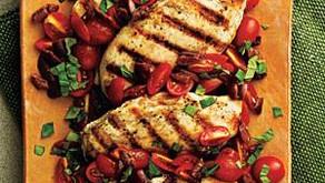 Dietní kuřecí maso solivami a rajčaty