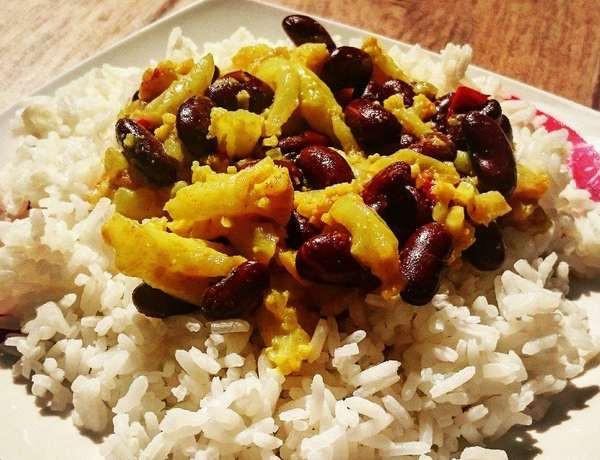 Fazole na kari s květákem a rýží zdravý recept