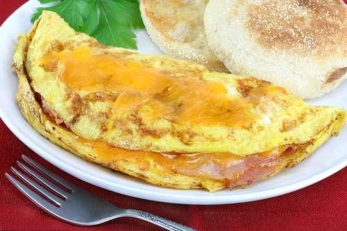 Vajecna omeleta se sunko syrovou naplni