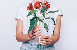 Ongles de femme fleurs vernis