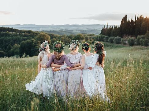 filles dans les champs coiffure mariage