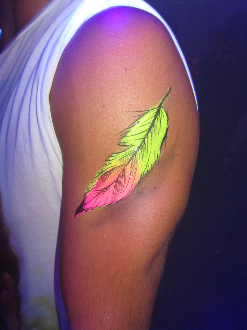 feather-arm-painting_body-art-by-oliver.