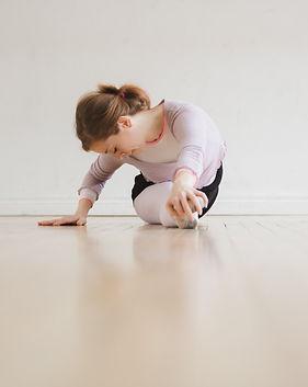 dancer-does-splits_4460x4460.jpg