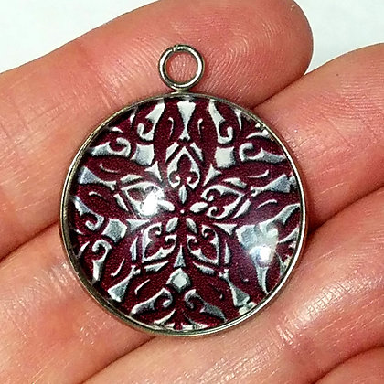 Metallic Design Necklace Pendant with Chain