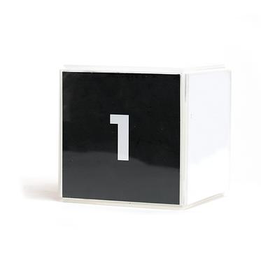 Marcador de mesa cubo acrílico