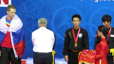 הענקת מדליות לזוכים