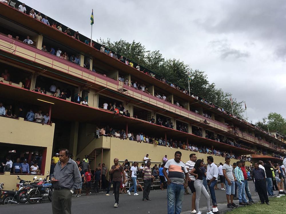 Zuschauerplätze auf der Pferderennbahn in Port Louis