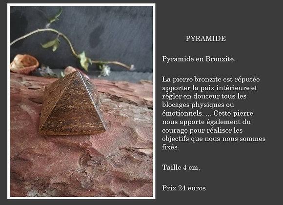 Pyramide en Bronzite