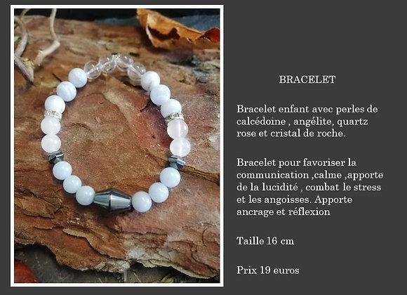 Bracelet calcédoine , quartz rose , hématite et cristal de roche