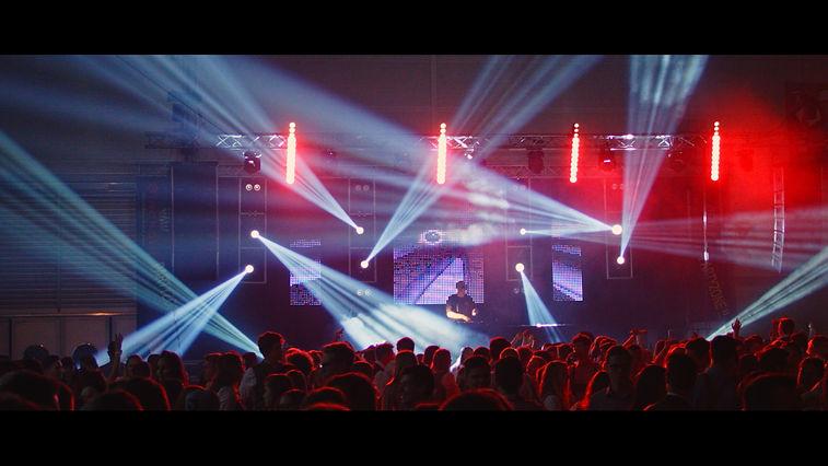 Armin van Buuren feat. BullySongs - Free