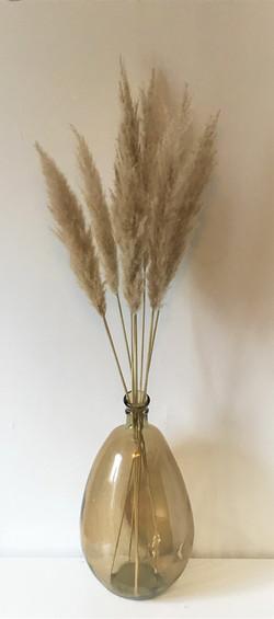 Glazen vaas met pampasgrassen
