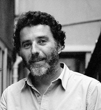 Pierre-Marie Bourguinat, ébéniste, créateur de Craft, passionné de navigation de meubles et de design.