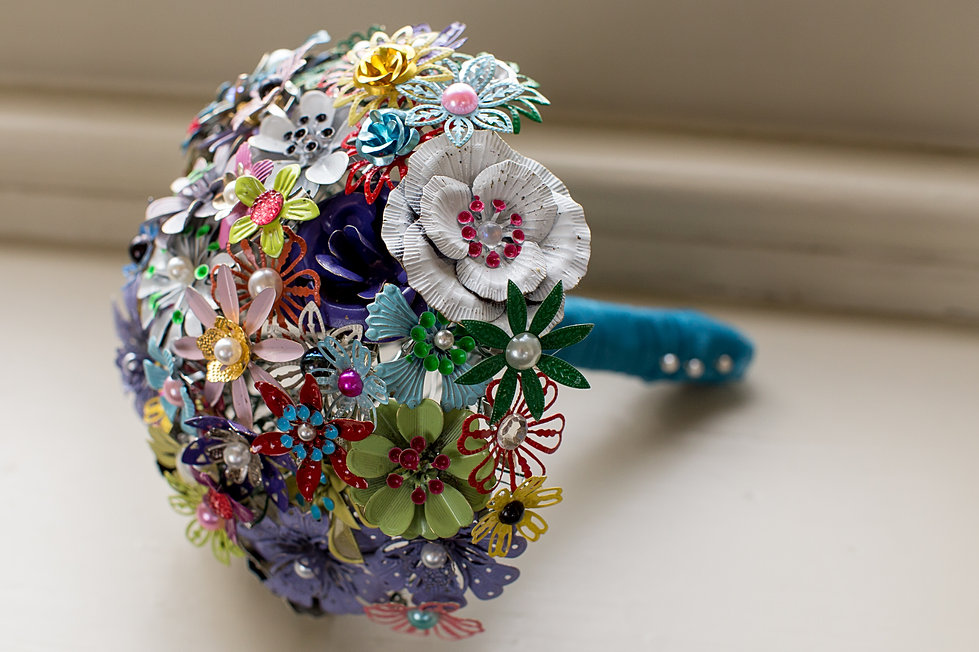 alternative wedding bouquet alternative bouquets button and brooch bouquets 1272