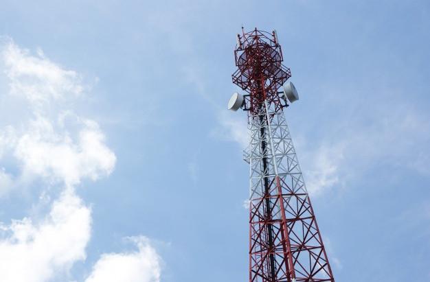 Análise dinâmica não determinística de torres de telecomunicações submetidas à ação do vento