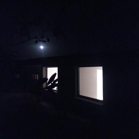 Binocoli dietro la luna