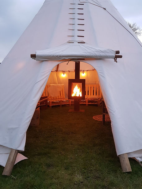 Smoke-free fire in a large tipi by Woodchuck