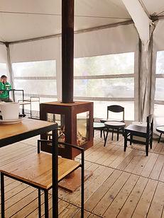 Woodchuck S buitenkachel met glazen deur bij cafe Klokhuis in Nieuwrode