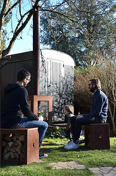 Woodchuck Box zitbank in cortenstaal met houtopslag