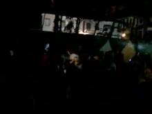 Festa na rua provoca aglomeração em frente ao Jardim de Mariana