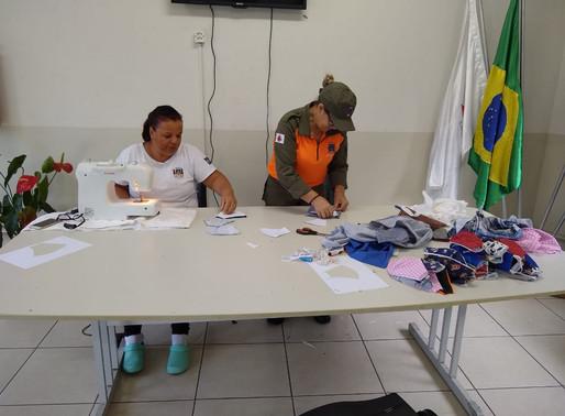 Bombeiro de Itabirito confecciona máscaras de proteção para deficientes auditivos