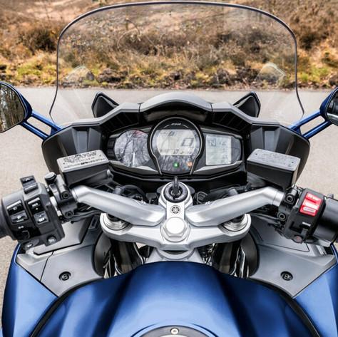 2020-Yamaha-FJR1300AE-EU-Detail-006-03_Tablet.jpeg