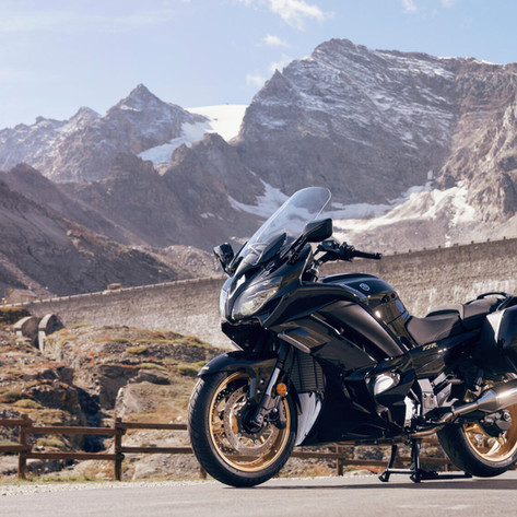 2020-Yamaha-FJR1300AESPL-EU-Midnight_Black-Static-002-03.jpeg