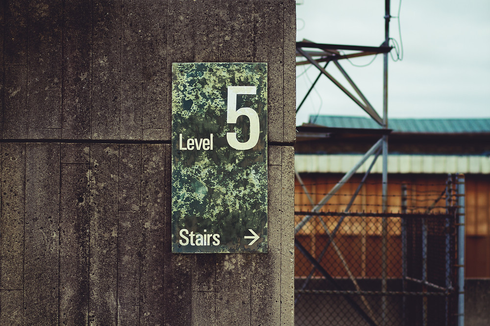 Sign reading 'Level 5' on concrete wall