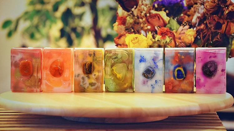 jabón con piedra, jabón con cristales curativos, cristales curativos, piedras semipreciosas, jabón ritual, jabón, jabones, la tina latina soaps, la tina latina company, kiren legón, kirenia legón