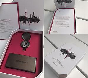 Invitation: Boite carton coins biseautés, boite métal avec gravure, boussole vintage