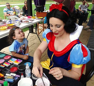 roaming entertainers for events in perth
