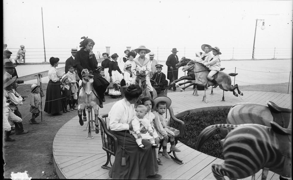 Brangulí_-_1910-15_-_Parc_d'atraccions_del_Tibidabo.jpg