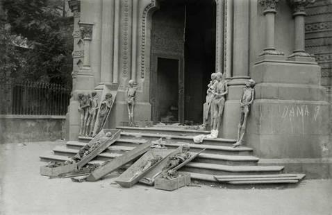 Brangulí_-_1936_-_Momies_de_monges_del_Convent_de_Las_Salesas_profanades_y_expos