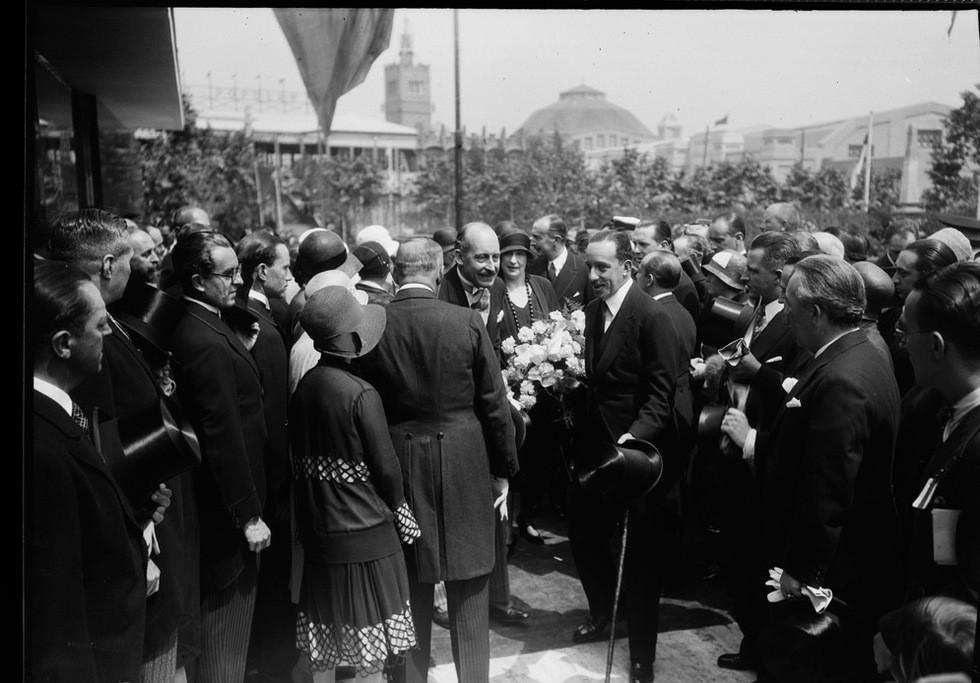Brangulí_-_1929_-_El_rei_Alfons_XIII_i_l'embaixador_d'Alemanys_a_la_Exposició_Un