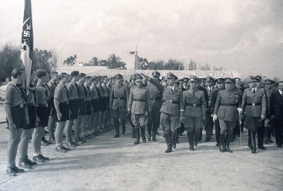 Brangulí_-_19_____-_Himmler_a_l'arribada_a_l'aeroport_del_Prat.jpg