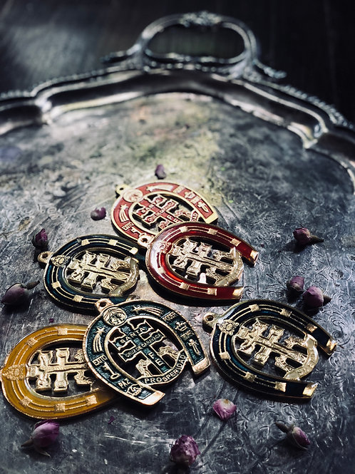 The Secret of the Virtuous Horseshoe Amulet - Bring Strong Health, Luck & Wealth