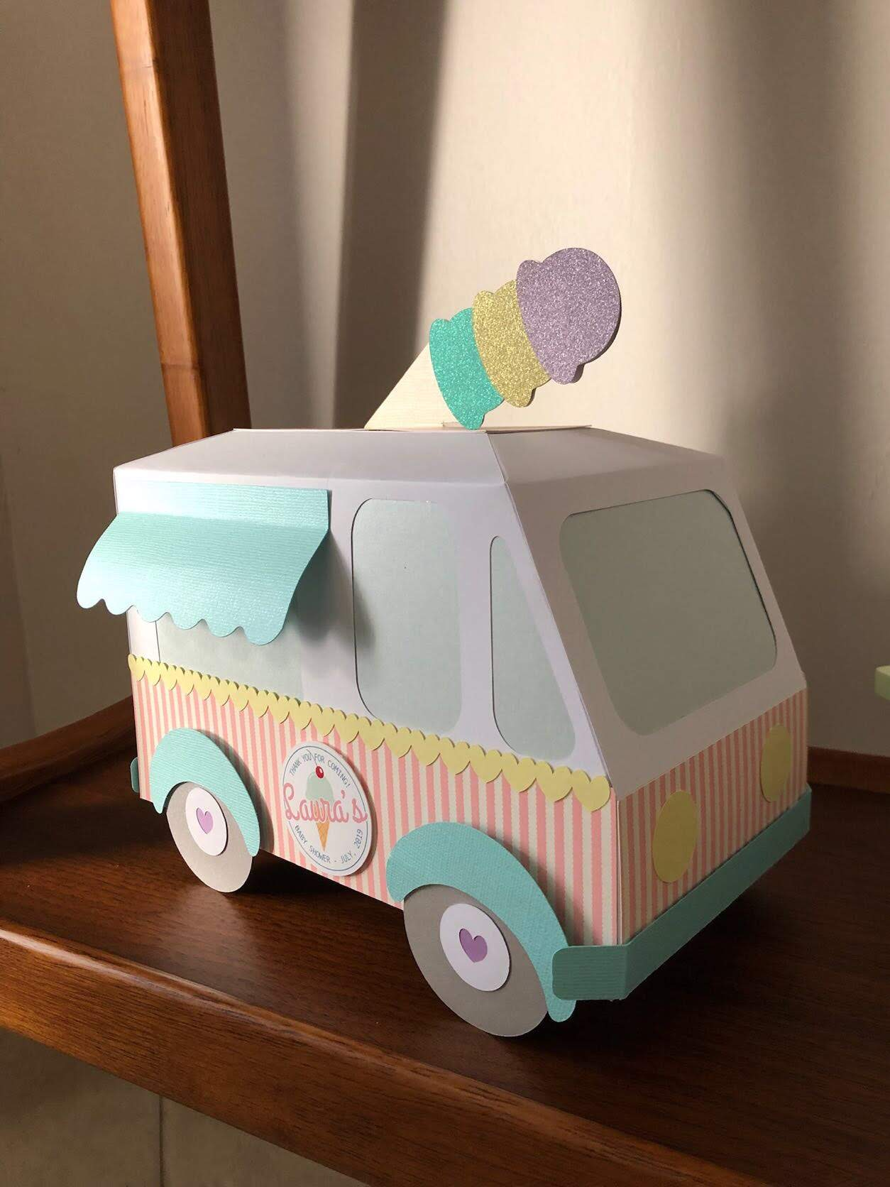 Ice Cream Truck made in paper