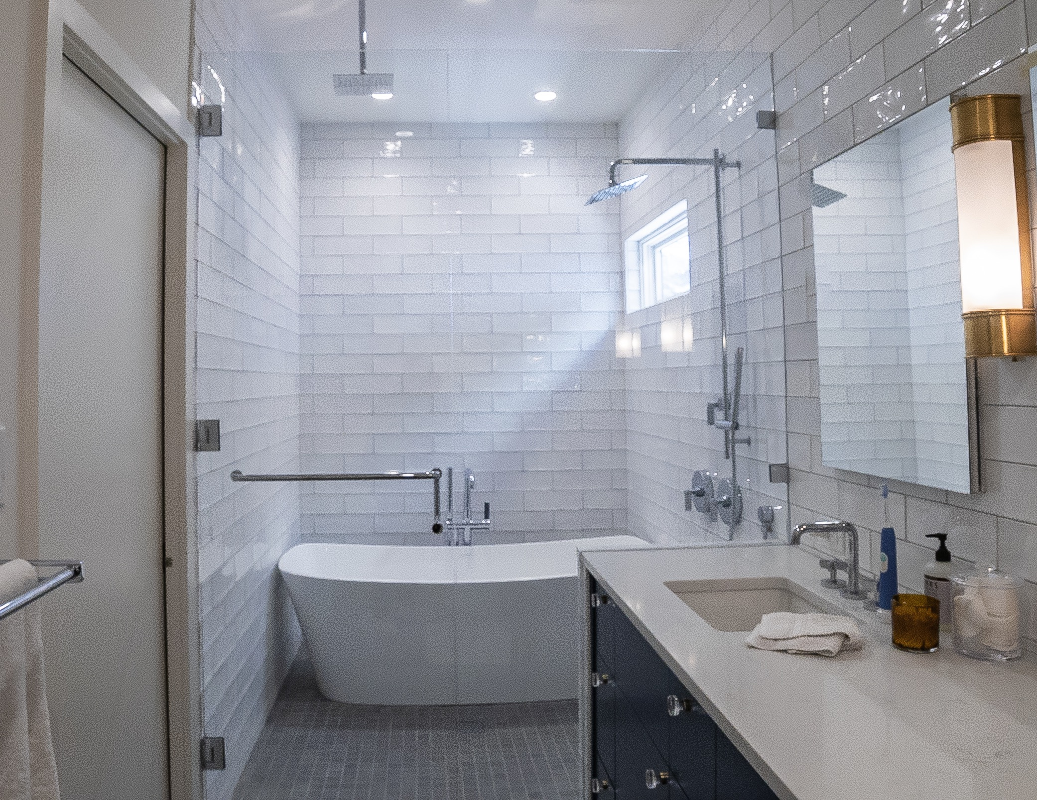 Wide shower with mirror