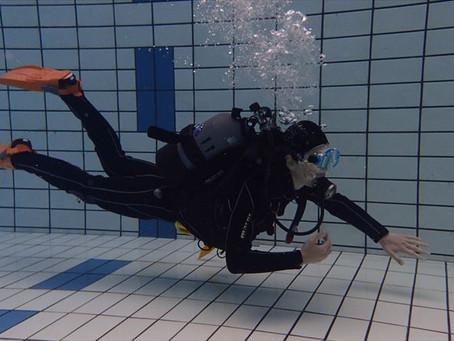プールで体験ダイビングしてきました!!