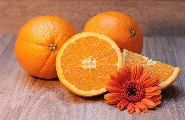 cut-oranges-on-bench