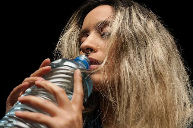 lady-drinking-water-dehydrated