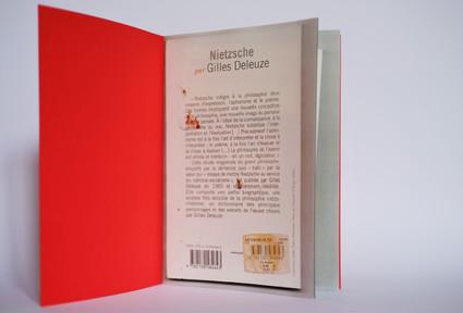 La lecture est une arme - 13 x 19 cm - 12 pages pliées et agrafées - 2021 (2).JPG